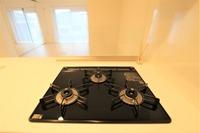 その他設備:水はね防止ガード付きカウンターキッチンなので清潔にお使いいただけます!